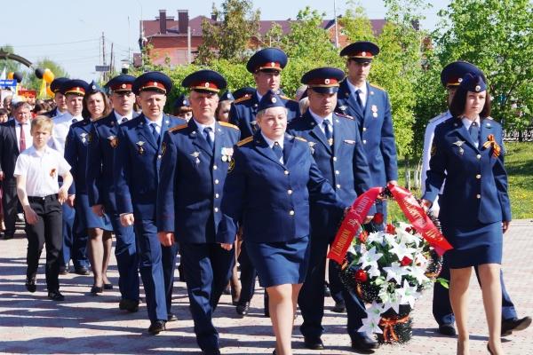 Сотрудники ИК-2 УФСИН России по Оренбургской области приняли участие в торжественном митинге у мемориала  «Вечный огонь»